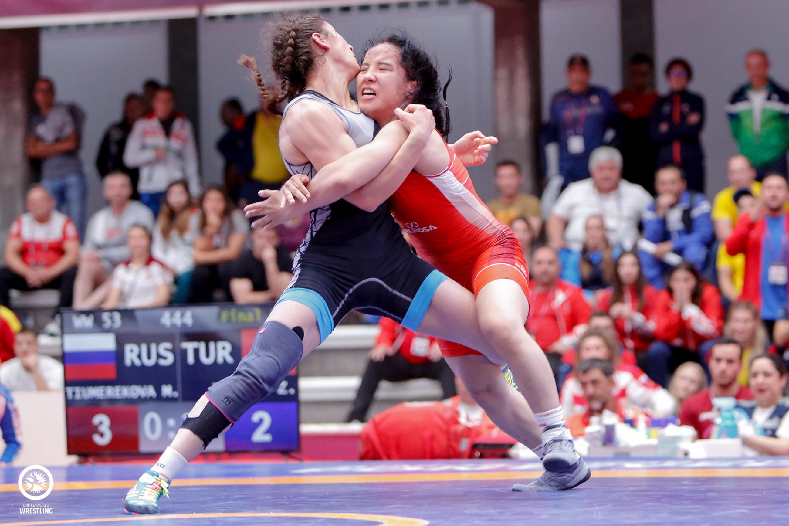 wins womens team title - HD2600×1733